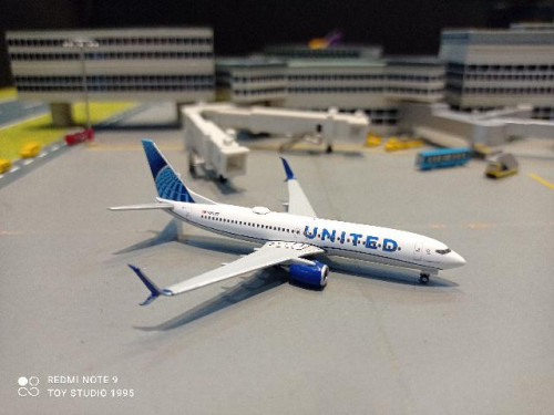 HW533744 1:500 United 737-800 nc 2019 N37267 [Width 7 Length 7.5 Height 2.5 cms.] 1