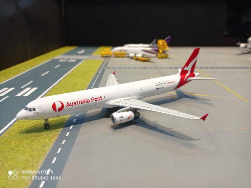 G2940 1:200 Qantas Freight A321P2F VH-ULD Australia Post [Width 18 Length 22 Height 6.5 cms.]