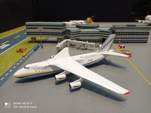 GJ1989 1:400 Antonov An-124-100M UR-82027 [Width 18 Length 17 Height 5 cms.]