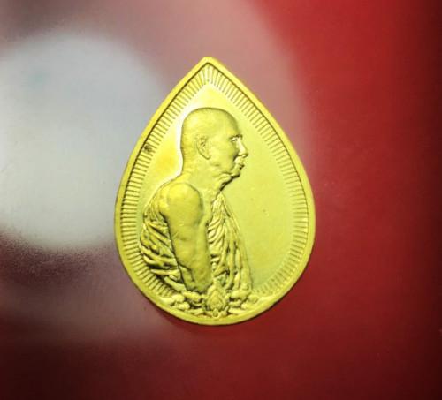 เหรียญสมเด็จญาณสังวร หยดน้ำ ทองคำ พิมพ์เล็ก รุ่นครบ1 ปี สถาปน ปี 2533 พร้อมกล่อง  งามและหายากสุุดๆ