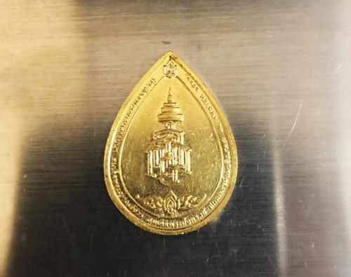 เหรียญสมเด็จญาณสังวร หยดน้ำ ทองคำ พิมพ์เล็ก รุ่นครบ1 ปี สถาปน ปี 2533 พร้อมกล่อง  งามและหายากสุุดๆ 1