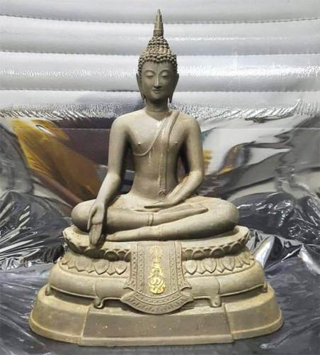 พระบูชา ภปร. ขนาดหน้าตัก 5 นิ้ว วัดบวรนิเวศวิหาร ปี 08 พิมพ์หนังไก่ รุ่นแรก หมายเลข 2  13714