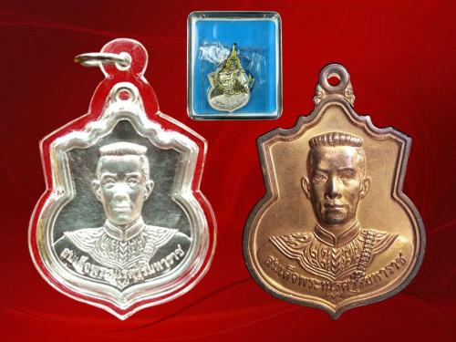 เหรียญสมเด็จพระนเรศวร มหาราช รุ่น สู้  ด้านหลัง สก. สร้างปี 48  เนื้อเงิน และ เนื้อทองแดง  สวยงาม
