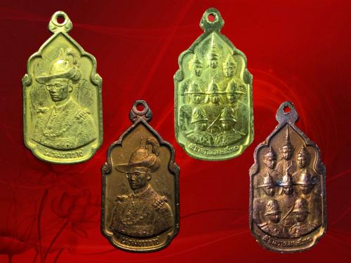 เหรียญนวมหาราช  เนือทองแดง และกาไหล่ทอง พร้อมซองเดิม ห่วงอยู่ครบ งามและหายากมาก