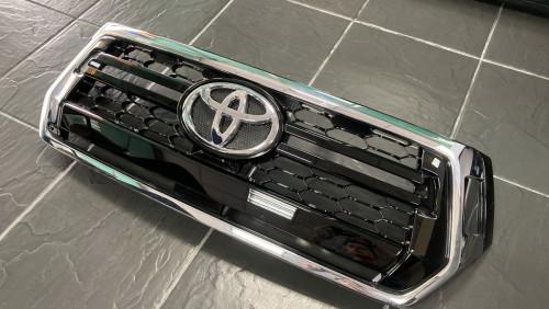หน้ากระจังของแท้แท้โตโยต้า รีโว่ 2.8 4WD