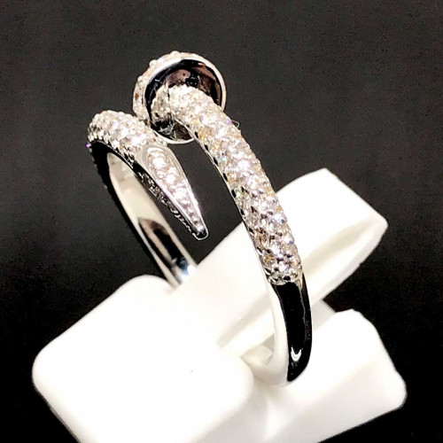 แหวนตะปูประดับเพชรแท้ ตัวเรือนทองขาว ประดับเพชร 85 เม็ดรวมน้ำหนัก 0.65 กะรัต ทอง 18k white gold 1