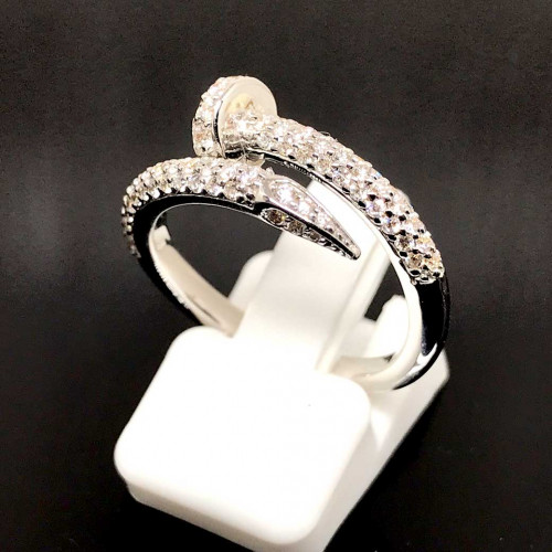 แหวนตะปูประดับเพชรแท้ ตัวเรือนทองขาว ประดับเพชร 85 เม็ดรวมน้ำหนัก 0.65 กะรัต ทอง 18k white gold